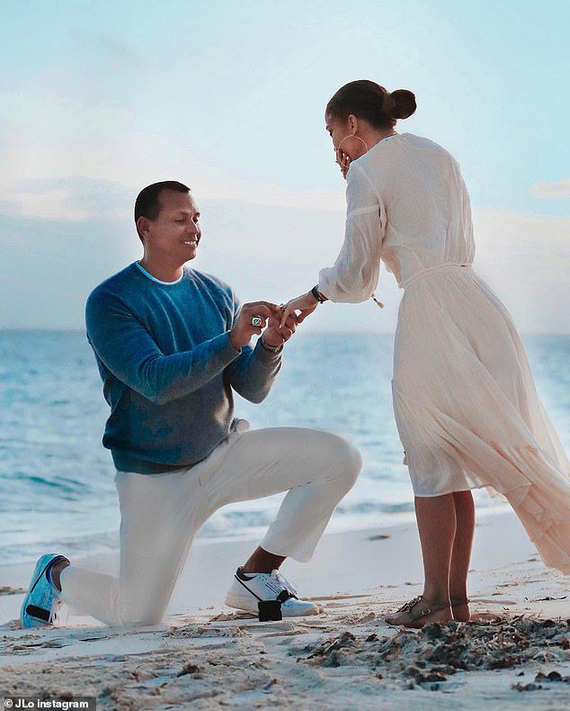 Jennifer López demuestra con serie de fotos cómo Alex le pidió matrimonio