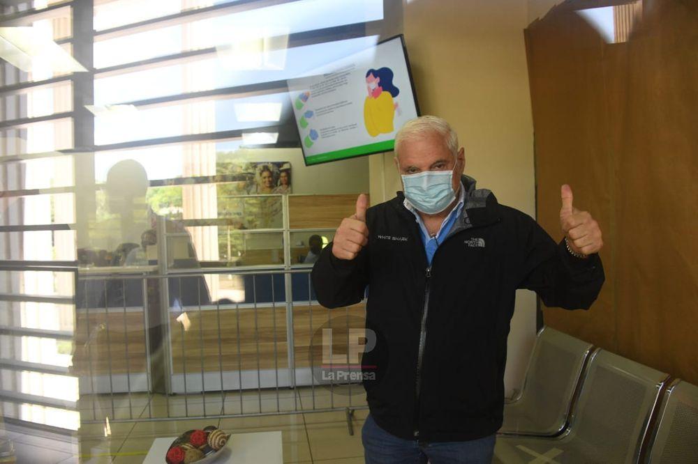 Ricardo Martinelli abre cuenta millonaria en la Caja de Ahorros