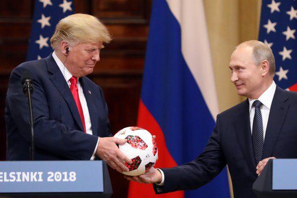 Cosas de espías. Pelota que Putin le regaló a Trump contenía un chip transmisor