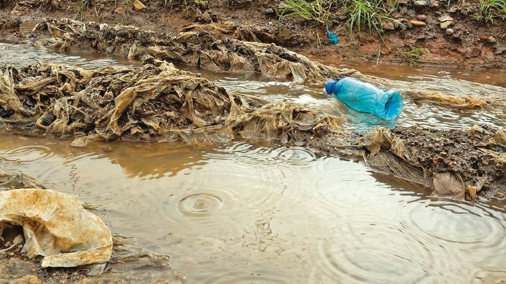 Exhibición artística de Panamá sobre contaminación por plásticos llega a Perú