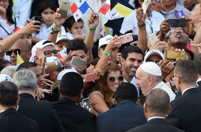 Papa Francisco llega a Panamá y así rompió su protocolo