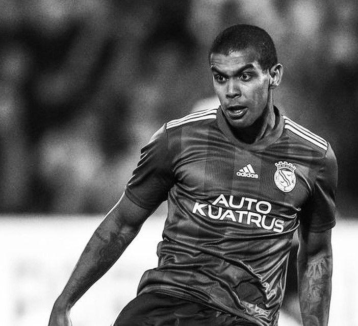 Fallece Alex Apolinário, jugador que cayó desplomado en el campo