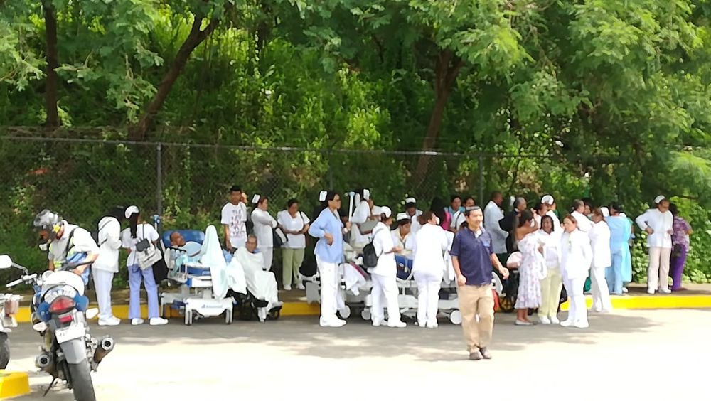 Alarma por supuesta fuga de gas obliga el desalojo del Hospital San Miguel Arcángel