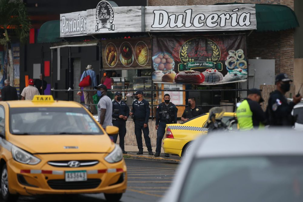 Dos sujetos fallecen tras un tiroteo en la 5 de Mayo | Video