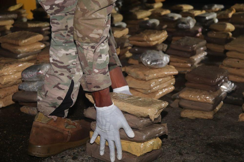 Realizan otro decomiso de más de 400 paquetes de droga en la isla Pedro Gónzalez