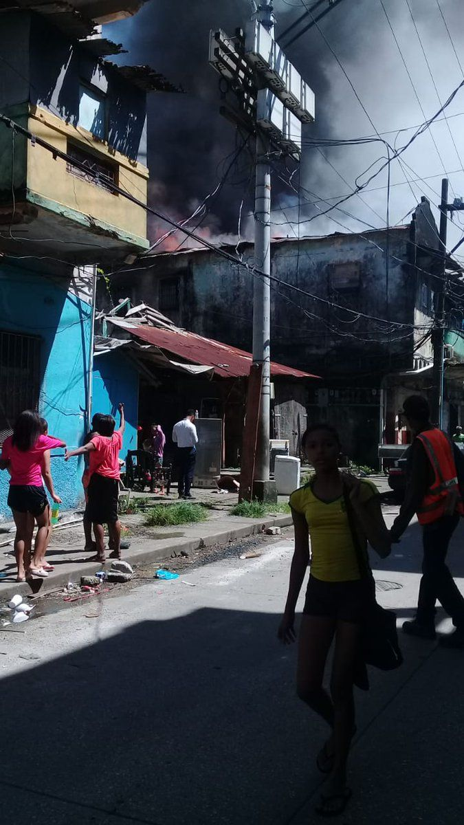 Se registra gran incendio entre calle 12 y Meléndez de Colón