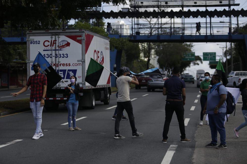 Estudiantes universitarios protagonizan protesta frente a los hechos ocurridos en los albergues del país. Video