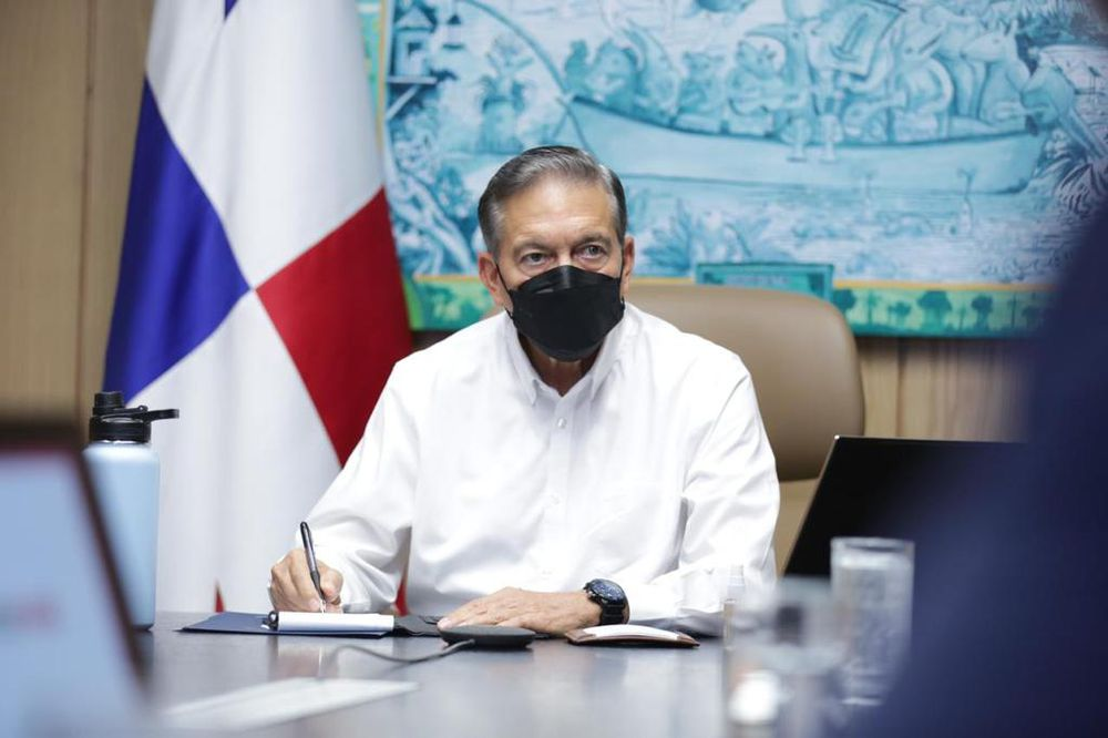 Cortizo sanciona ley que endurece multa por contratación de extranjeros sin permiso de trabajo