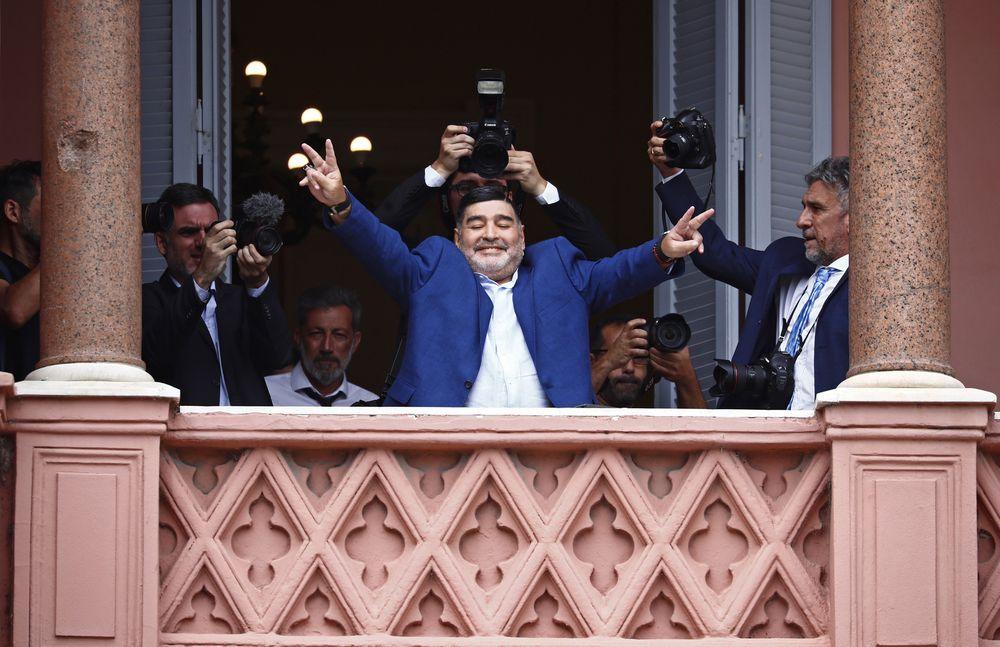 Maradona visita la presidencia de Argentina y lanza mensaje a Macri