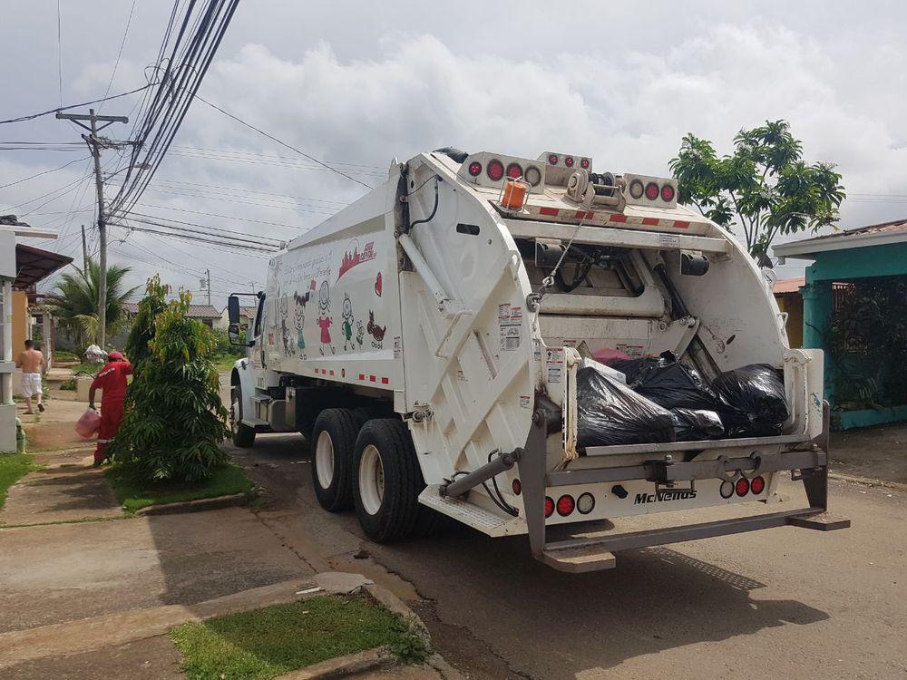 Más camiones compactadores para Panamá Oeste