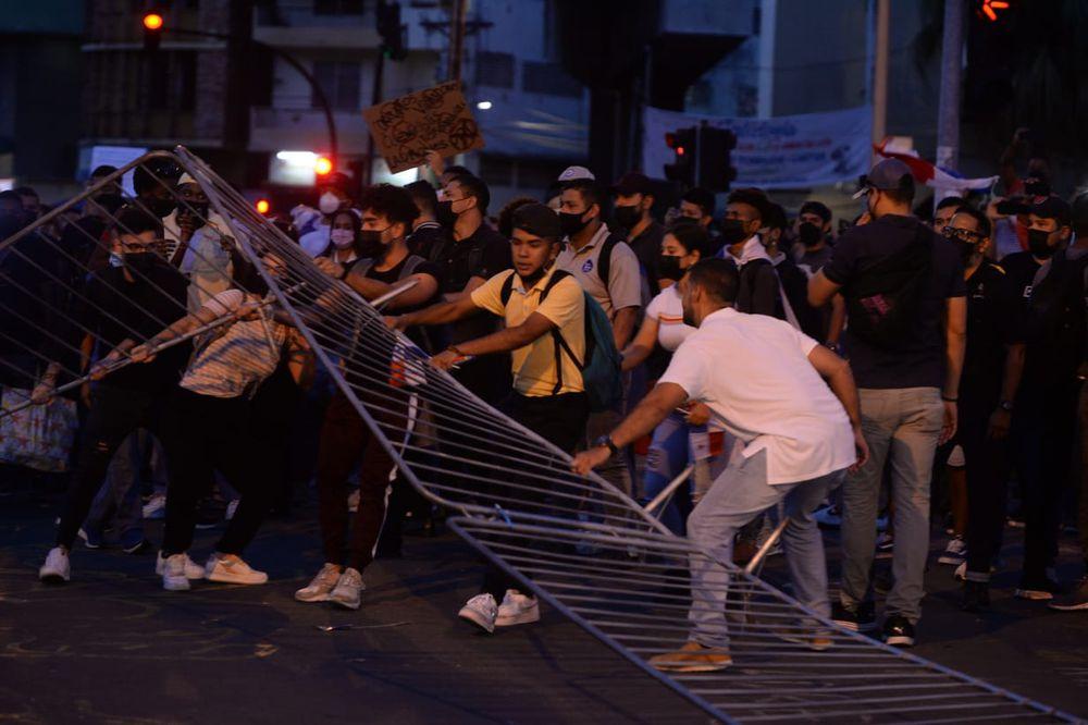 Esta vaina se acabó. Ciudadanos se toman las  calles para defender la democracia
