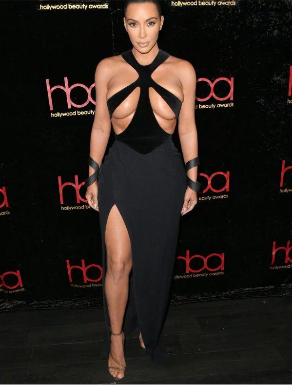 Kim Kardashian se pasa con este revelador vestido