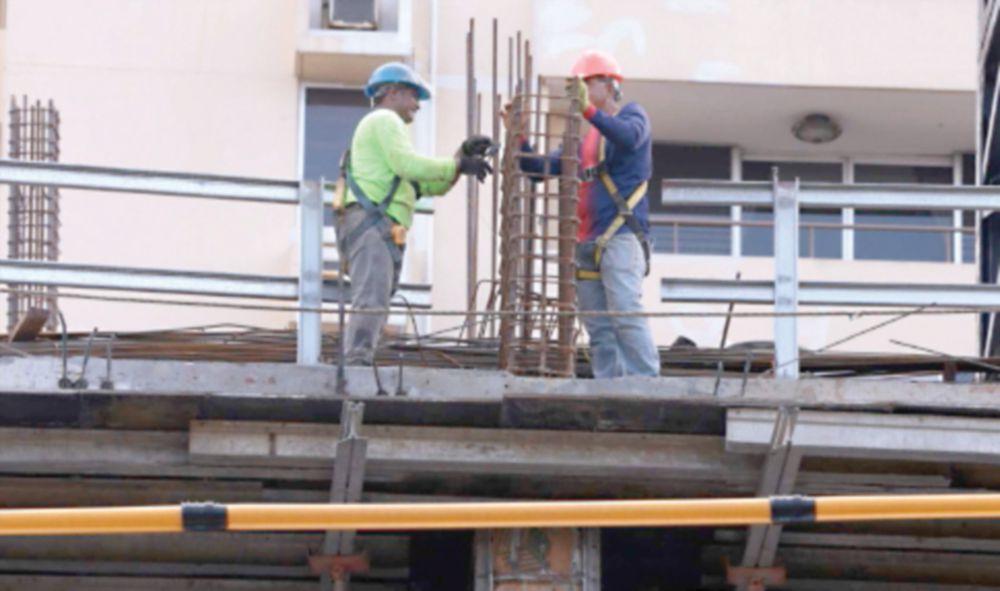 La construcción una de las industrias paralizadas