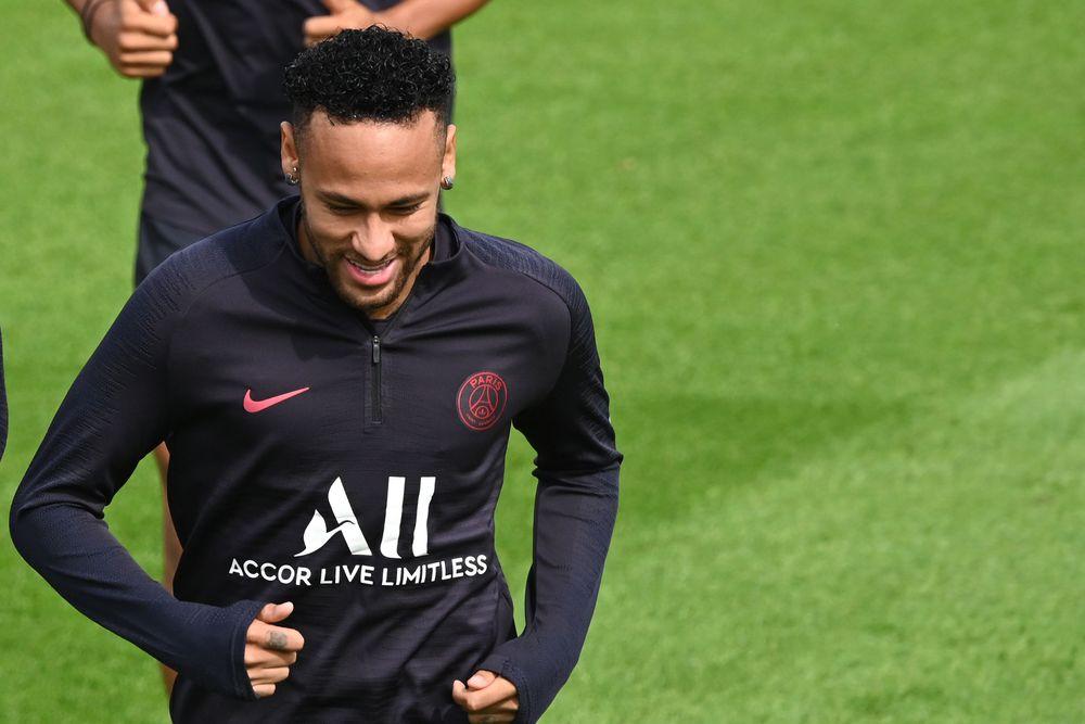 Arturo Vidal  entraría en el trueque por Neymar