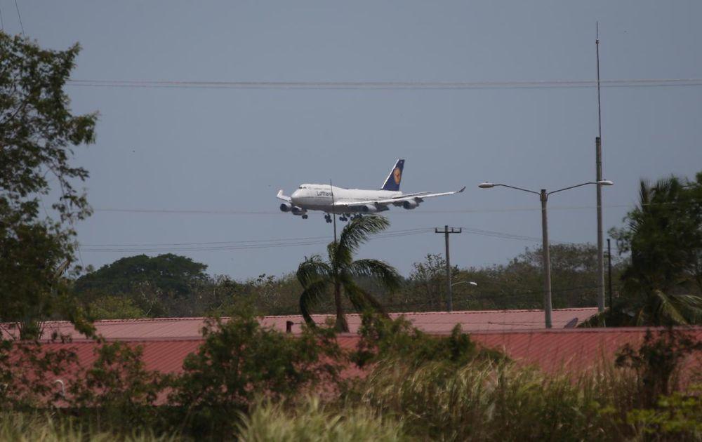 Sanos y salvos. Vuelo humanitario aterrizó en Tocumen con 31 panameños