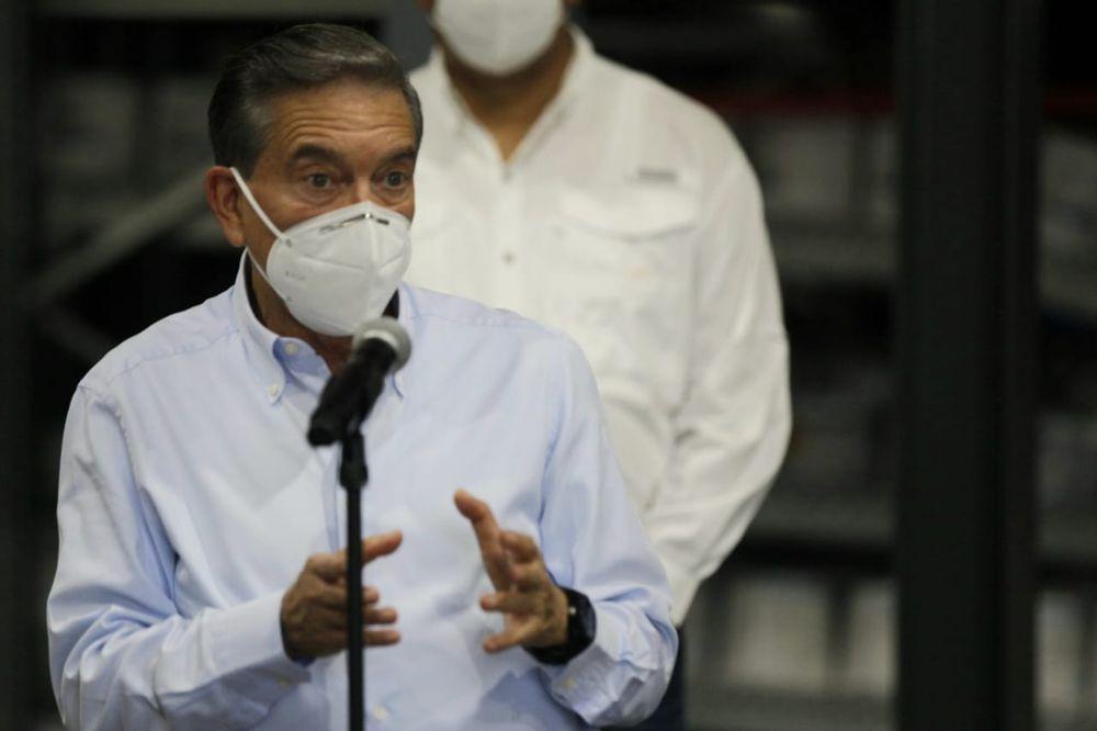 Panamá podría contratar médicos cubanos para combatir el coronavirus
