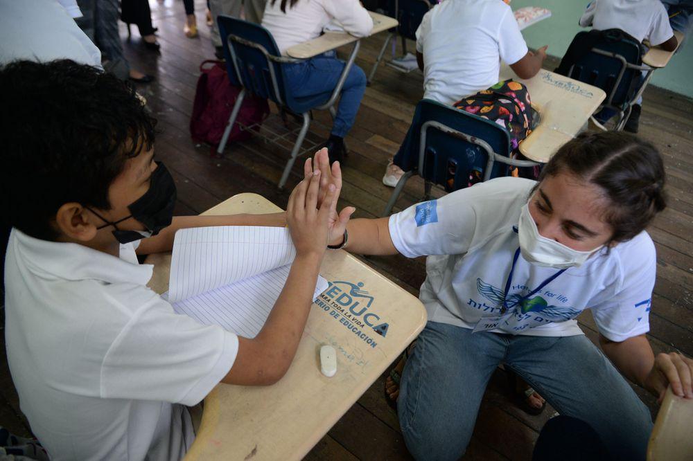 Realizan trabajo social voluntario en Panamá