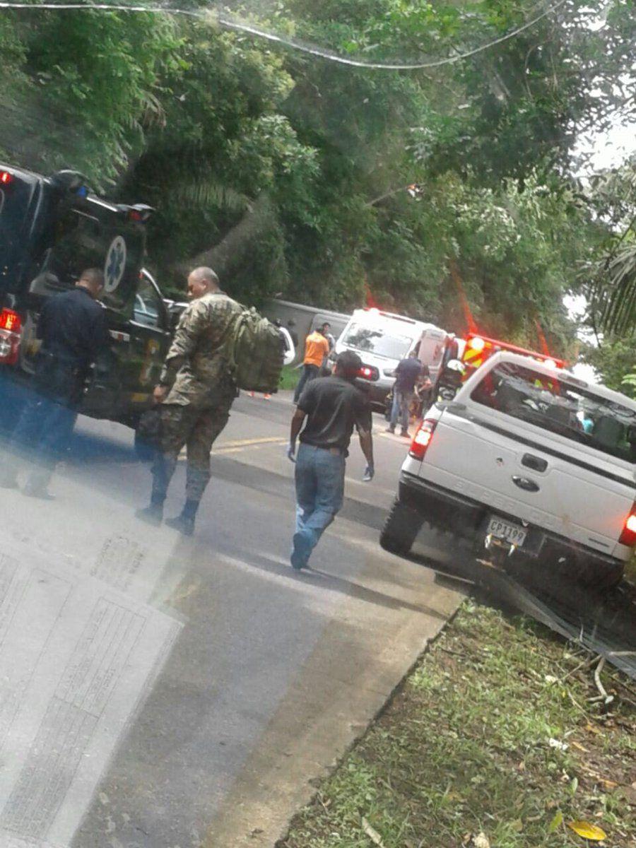 Unas 30 personas resultaron heridas en el vuelco de un bus en Gamboa